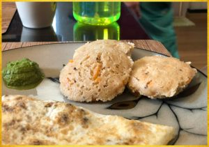 Oats Idli with chutney and omelette